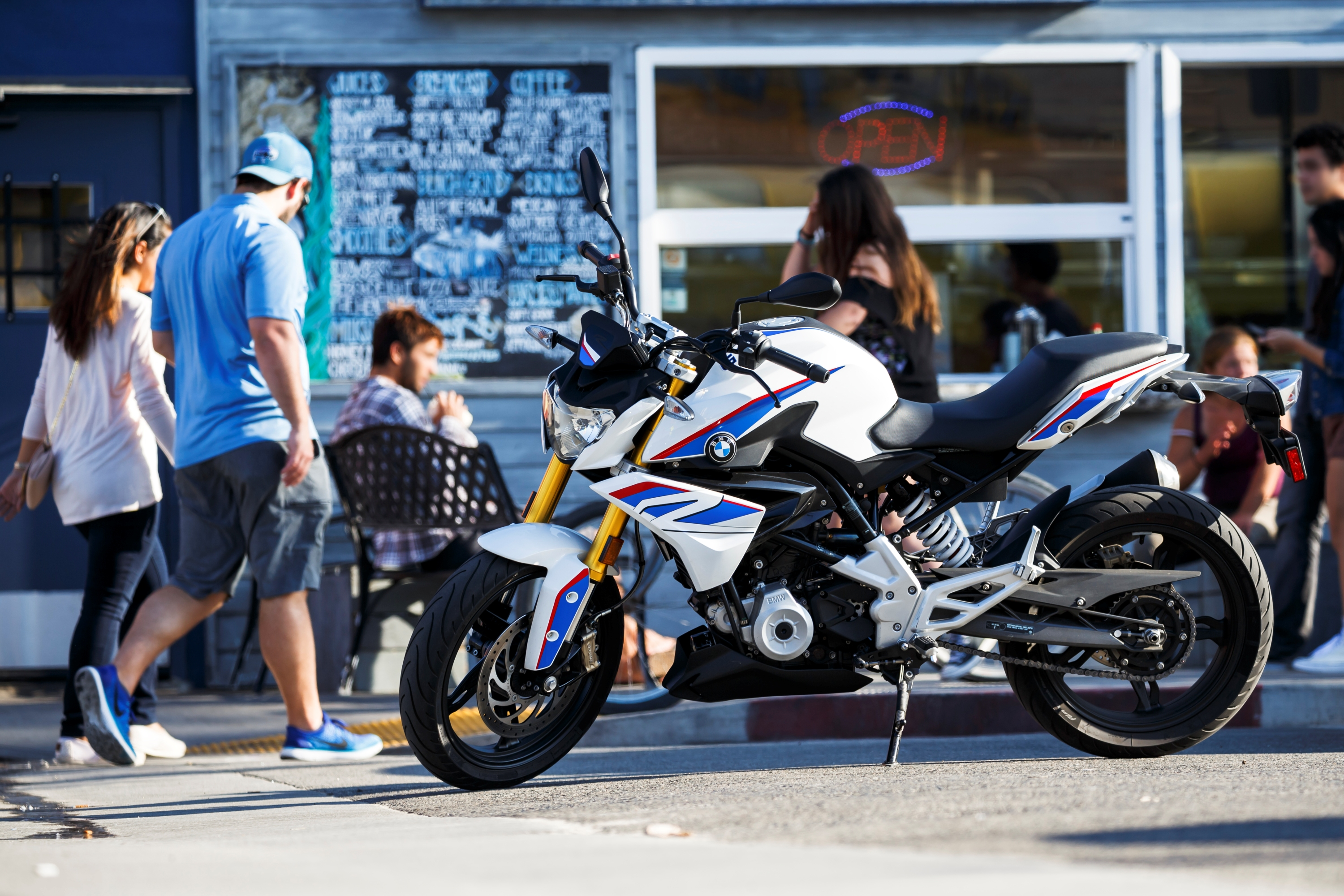 BMW G 310 R in the city