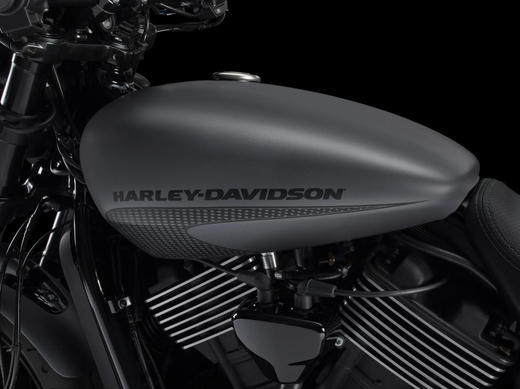 fuel tank on the 2017 Harley-Davidson Street Rod